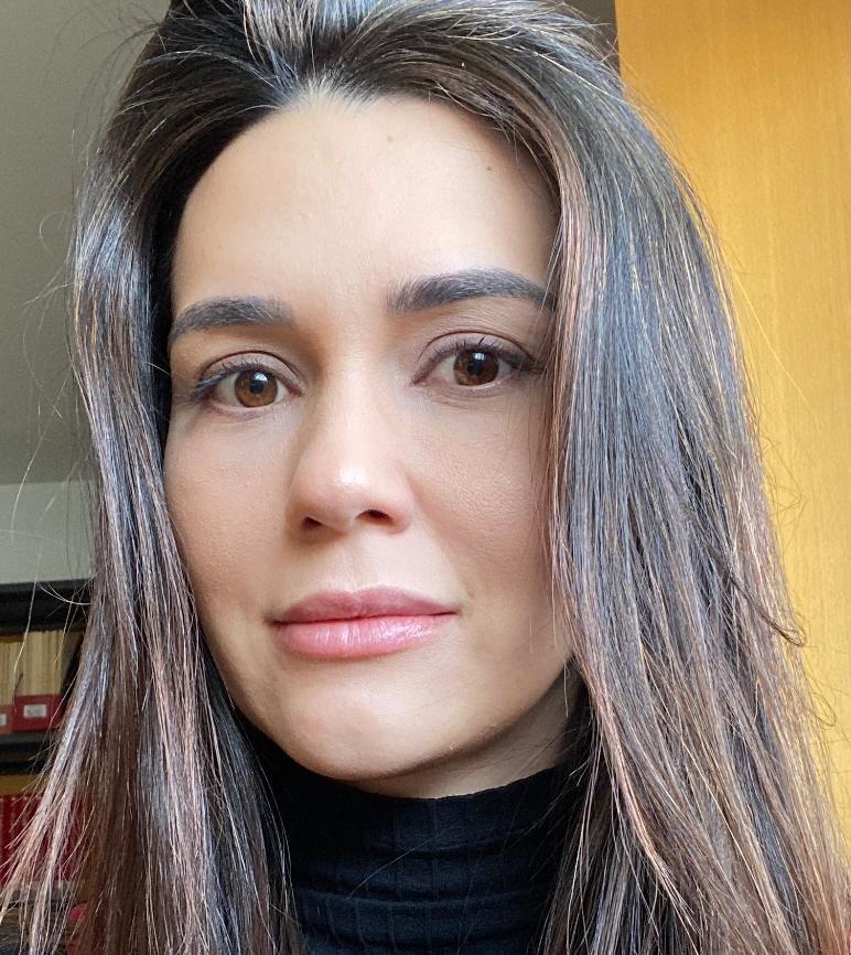 Carolina Felix Advogada Foto